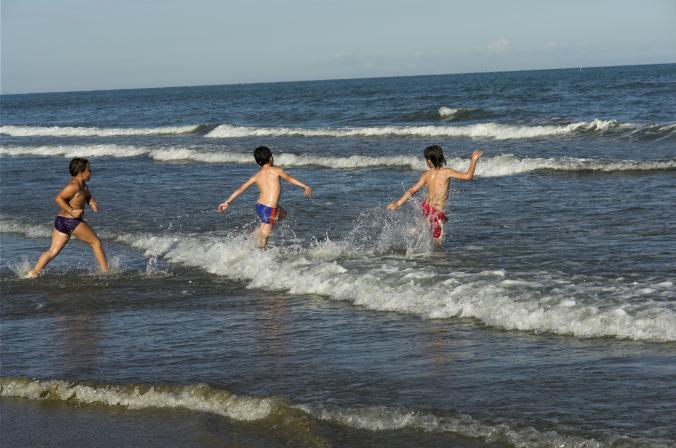 mar_praia_oceano_criancas
