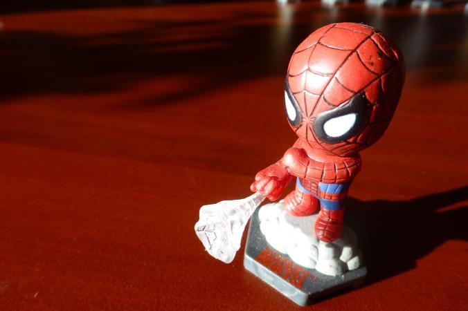 homem_aranha_miniatura_brinquedo